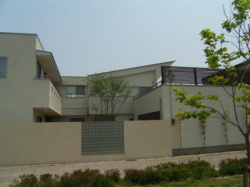 中庭とガーデンテラスのある家